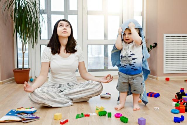 meditating-mom
